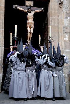 """Cofradía Penitencial de la Sagrada Pasión de Cristo portando al """"Santo Cristo de las Cinco Llagas"""" Valladolid  Spain"""