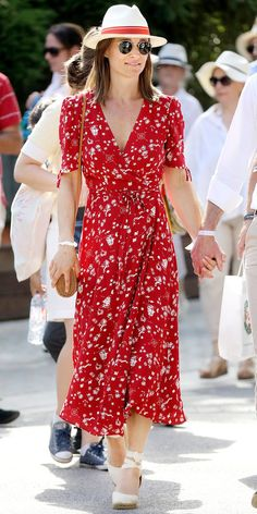 Look of the Day - Pippa Middleton rocked a floral Ralph Lauren dress with Castaner wedges, a crossbody by Boho bags, and a red-rimmed hat. Pippa Middleton Dress, Pippa Middleton Wedding, Middleton Family, Kate And Pippa, Wedges Outfit, Taylor Swift Outfits, Summer Outfits, Summer Dresses, Boho Outfits