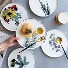 Impress your Sunday brunch guests with our Botanical Dinner Plates. Find contemporary chinaware for your home at the Apollo Box. Crackpot Café, Steak Plates, Dinner Party Decorations, Keramik Design, Paperclay, Deco Table, Breakfast Dishes, Ceramic Painting, Ceramic Pottery
