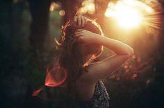 Le persone colgono solo una piccola parte di Te. Non sanno quanto hai amato, quanta fatica hai fatto, quanto hai sofferto, quanto hai dato, quanto impegno ci hai messo e quanta sofferenza hai sopportato.....spesso non te ne accorgi nemmeno Tu. Non lasciare alle parole di qualcuno il potere di giudicarti. Non ascoltare nemmeno quello che ti dice la tua mente.  Sei molto di più di ciò che credi. Molto di più di ciò che appare. Molto di più.