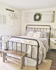 Farmhouse Bedroom Decor Ideas - I am sure you are sustained with ideas yet we never ever run out checklists to feature for you. So, today, we have collated farmhouse bedroom styles that will inspire you. Farmhouse Bedroom Decor, Home Bedroom, Bedroom Ideas, Farm Bedroom, Farmhouse Décor, Farmhouse Ideas, Pallet Wall Bedroom, Country Cottage Bedroom, Country Bedding