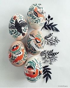Painted porcelain eggs by @onlyart_works