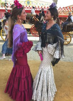 Flamenco Dancers, Flamenco Dresses, Costumes Around The World, Style Me, Outfits, Lady, Womens Fashion, Clothes, Sevilla