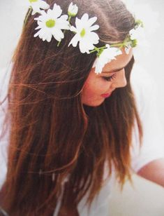 Daisy Crown, simple, beautiful and natural Pretty Hairstyles, Wedding Hairstyles, Daisy Crown, Floral Crown, Daisy Daisy, Daisy Girl, Estilo Hippie, Do It Yourself Fashion, Girly