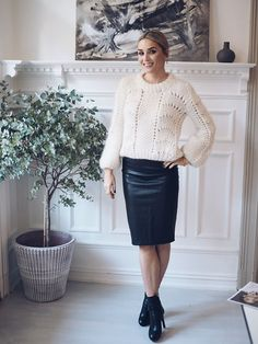 pencil leather skirt Sweater Skirt, Sweater Outfits, Normcore Fashion, Fashion Outfits, Thick Sweaters, Pullover, Cardigans For Women, Knitwear, Clothes For Women