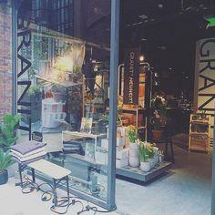 YAY - so ein toller Laden  Schön,dass ihr in Hamburg seid! @granit  #decor #decoration #granit #granithamburg #Hamburg #hh #homedecor #homeinspo #homeinterior #igershamburg #igershh #instahome #interieur #interior #interiorblog #interiordesign