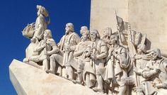Tem esculpidas 33 figuras dos heróis ligados aos descobrimentos, sendo a figura central o Infante D.Henrique (O Navegador).