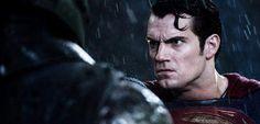 Seis meses depois da estreia de Batman vs Superman nos cinemas – e quase três meses depois do lançamento da versão física e digital do filme para o público – e a produção ainda tem alguns mistérios para serem revelados. Um dos responsáveis pela fotografia do longa, Clay Enos, confirmou em seu twitter um novo …