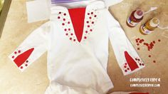 That's right, you read correctly, this is a NO SEW Elvis costume.  I used my hot glue gun to put it together.  It was a late night, last minute, one hour project, using my cell phone to take …