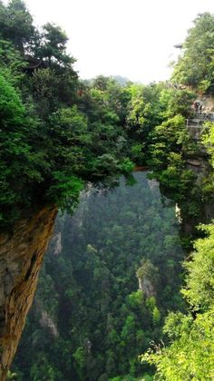 武陵源 Wulingyuan-Zhangjiajie National Forest Park, China (UNESCO World Heritage… Places To Travel, Places To See, Places Around The World, Around The Worlds, Beautiful World, Beautiful Places, Zhangjiajie, Natural Bridge, Natural Park