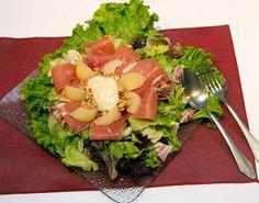 Ensalada de jamón crudo y peras  Ensalada de jamón crudo y peras.