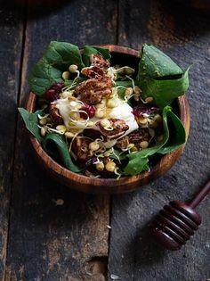 Rústica: Ensalada de Espinacas con Brotes de Lentejas & Mascarpone/Spinach salad with lentil sprouts and mascarpone.