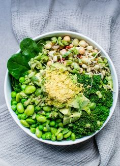 14 meatless Monday dinner recipes that feature nutritional yeast like this Green Goddess Bowl recipe.