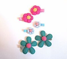 Fabric flower hair clips-flower clips-fabric by colorsplashh Kids Hair Clips, Baby Hair Clips, Baby Headbands, Flower Hair Clips, Fabric Flowers, Hair Pins, Girl Hairstyles, Crochet Necklace, Stud Earrings