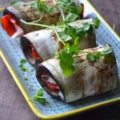 Rolls with eggplant, snack pepper and a delicious dip. Perfect as a side dish (in Danish)