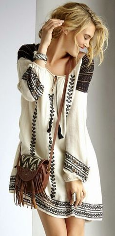 Simple and cute boho embroidered dress. I'm not big on dresses, but this is one that looks really comfortable, and that I would actually wear. This beautiful bohemian style is just a bliss. Look Boho, Look Chic, Bohemian Mode, Bohemian Style, Bohemian Fashion, Bohemian Summer, Bohemian Chic Clothing, Hippie Clothing, Vintage Clothing