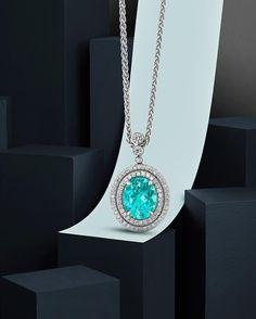 A majestic Paraiba Tourmaline by @vincegvj #paraiba #tourmaline#raregem #gems #report #dsef #germanlab#deutschestiftungedelsteinforsch #gold #whitegold#london #londonmade #madeinbritain #uk #jewellery#jewellerydesign #assay #londonassayoffice#fishtailset #microsetting #diamonds #gemmology#fga #pendant #necklace #jewelleryphotography #stillllife #stilllifephotography #stilllifephotographer #davidlineton