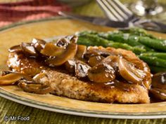 Chicken Marsala - This low-carb chicken dinner is a great way to make a restaurant-fancy dish right at home!