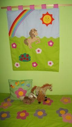 Lovacskás falikép,névre szóló párna és virágos szőnyeg Album, Products, Gadget, Card Book