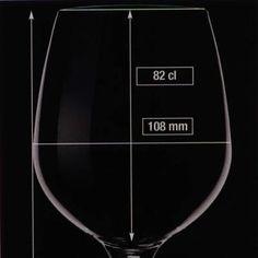 Certi vini rossi possono essere paragonati a dei signori anziani. Belli, eleganti, dei veri gentlemen, per dirla con un'espressione inglese. Questi rossi hanno caratteristiche particolari che li rendono una specie di gruppo ristretto, un'aristocrazia nobile.