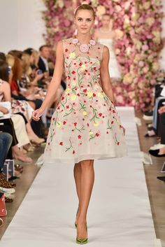 Oscar de la Renta Spring 2015 Ready-to-Wear Fashion Show - Daria Strokous