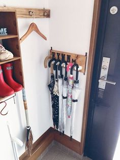 Best DIY Umbrella Stand - ideas and images Small Space Storage, Storage Spaces, Secret Rooms In Houses, Funny Furniture, Entryway Organization, Tidy Up, Diy Interior, Living Room Designs, Diy Design