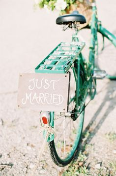Just married bike: http://www.stylemepretty.com/2015/02/05/romantic-cultural-infused-swedish-wedding/ | Photography: 2 Brides - http://2brides.se/