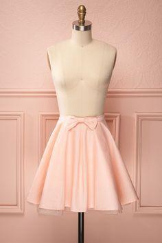 Jupe rose pâle courte de ligne A avec boucle - Short baby pink A-line skirt with bow