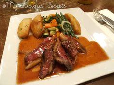 """""""Le restaurant"""" - Magret de canard, frites maison et assortiments de petits légumes, sauce à l'orange et au miel  http://www.myliciousecrets.fr/2014/01/le-restaurant.html"""
