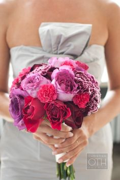 NYC Wedding: The hues on this bridal bouquet!