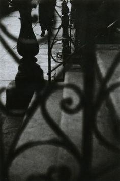 liquidnight:    Saul Leiter  Walking, circa 1948  From Saul Leiter (Photofile)