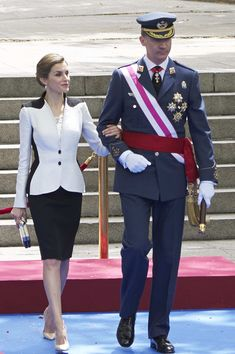 Queen Letizia of Spain Photos - Spanish Royals Attend the Armed Forces Day Hommage - Zimbio