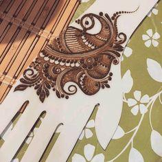 Zara afreen khan 🖤 Peacock Mehndi Designs, Henna Tattoo Designs Arm, Stylish Mehndi Designs, Mehndi Designs Book, Mehndi Design Pictures, Bridal Henna Designs, Mehndi Designs For Fingers, Beautiful Mehndi Design, Mehndi Images