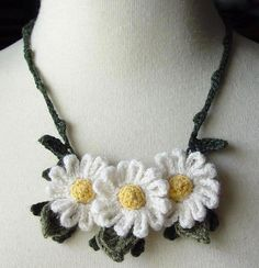 Crochet White Daisies Necklace