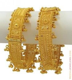 Gold Handmade kadas (set of with intricate filigree work and Ghoogris all around the Kadas. Fancy machine cuts adds extra attraction to this bangle. Bangles opens with screw and hinge mechanism to fit most wrist sizes. Real Gold Jewelry, Gold Jewelry Simple, Gold Wedding Jewelry, Golden Jewelry, Gold Bangles Design, Gold Earrings Designs, Gold Jewellery Design, Bridal Bangles, Chur