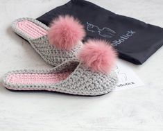 Gray crochet slippers with pink pompon - Bride slippers - Custom slippers for women - Home shoes - B Bride Slippers, Wedding Slippers, Womens Slippers, Wedding Shoes, Bridesmaid Slippers, Knitted Slippers, Crochet Shoes, Mother Day Gifts, Crochet Patterns