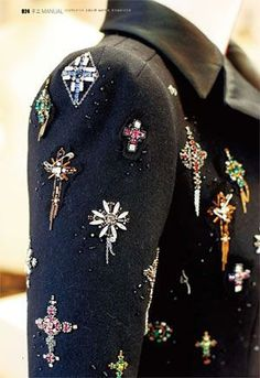 I don't think I'd wear this but I like it ... Lesage Atelier embroidery Paris, France