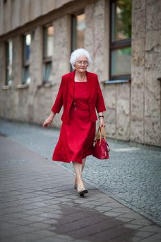 Czerwono cudnie Street Fashion, Street Style, Red, Vintage, Urban Fashion, Urban Taste, Fashion Street Styles, Street Style Fashion, Street Chic