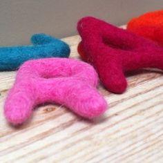 Lettres en laine cardée - Le Repère des Belettes 2 euros / pièce
