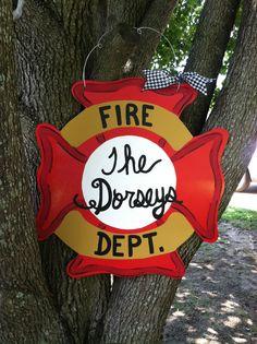 Fire Dept. door hanger Burlap Projects, Burlap Crafts, Wooden Crafts, Wooden Diy, Painted Doors, Wooden Doors, Front Yard Decor, Hospital Door Hangers, Wooden Wreaths