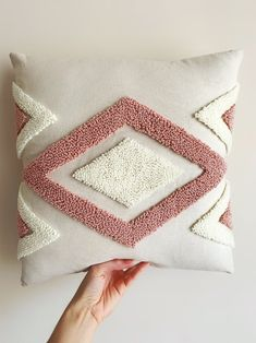 Punch Needle Patterns, Bag Patterns To Sew, Diy Pillow Covers, Decorative Pillow Covers, Needle Cushion, Modern Decorative Pillows, Crochet Baby Shoes, Cushion Inserts, Yarn Projects