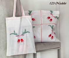 Stoffbeutel / Geschenkebeutel aus Weihnachtstischdecken (Upcycling)