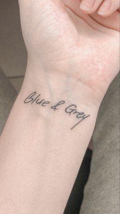 Kpop Tattoos, Army Tattoos, Mini Tattoos, Body Art Tattoos, Tatoos, Stylist Tattoos, Small Tats, Simplistic Tattoos, Minimal Tattoo
