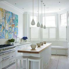 moderne Küche mit Arbeitsküchenplatte aus Massivholz