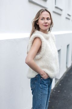 Strikkeoppskrift: MinMote-vesten - MinMote.no - Norges største moteside Turtle Neck, Knitting, Sweaters, Fashion, Wool, Moda, Tricot, Fashion Styles, Breien