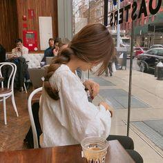 For some ladies, purchasing an authentic designer bag is just not something to d. - My Favorites Bag For Women Korean Aesthetic, Aesthetic Hair, Japanese Aesthetic, Beige Aesthetic, Ft Tumblr, Photographie Portrait Inspiration, Ulzzang Korean Girl, Uzzlang Girl, Girl Photography