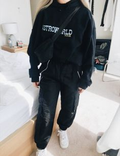 outfit e girl - outfit e girl ; outfit e girl aesthetic ; outfit e girl winter ; outfit e girl summer Chill Outfits, Retro Outfits, Mode Outfits, Grunge Outfits, Cute Casual Outfits, Fashion Outfits, Fashion Women, Fashion Fashion, Fashion Menswear