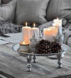 Dica do dia! - - Decore com velas! As decorações com velas transmitem muito romantismo e contribuem para um ambiente convidativo e aconchegante. Elas também têm o poder de estimular a mente e o estado emocional, são econômicas e lindas! Aposte nas velas perfumadas, podem ser quadradas, redondas, coloridas, com fitas, em copos e potes de vidro, e ser usadas na sala junto à mesinha de centro, nos quartos em cima do criado mudo e até mesmo no banheiro!