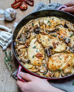 This creamy chicken mushroom recipe takes just 25 minutes to make. It's super easy, delicious, Keto-friendly and gluten-free. One of the best garlic mushroom chicken recipes ever Chicken Mushroom Recipes, Chicken Pasta Recipes, Keto Chicken, Creamy Chicken, Grilled Chicken, Milanesa, Keto Recipes, Dinner Recipes, Kraft Recipes