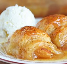 Don't be fooled by the ingredients. The Crescent rolls stuffed with apple, cinnamon sugar and Mountain Dew does something similar to magic in the pan. (crescent roll apple dumplings with orange juice) Apple Desserts, Apple Recipes, Just Desserts, Fall Recipes, Delicious Desserts, Yummy Food, Creative Desserts, Quick Recipes, Desserts With Apples